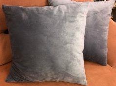 Подушки из серо-голубого велюра