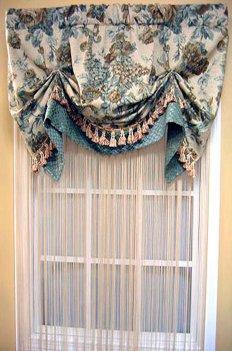 Австрийская штора из ткани с цветочным рисунком