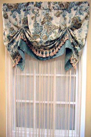 Австрийская штора из ткани с цветочным рисунком недорого