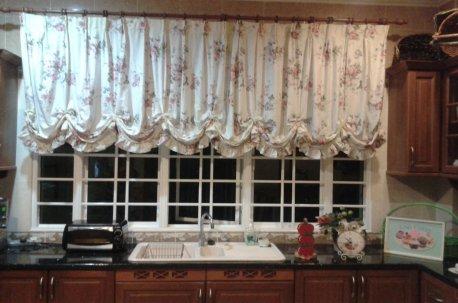 Австрийская штора на кухонном окне недорого