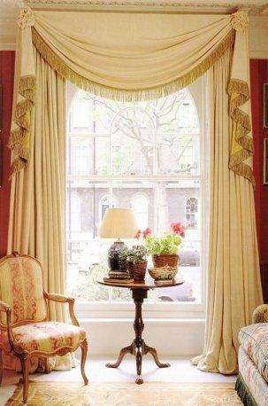 Классический дизайн для оформления окна недорого
