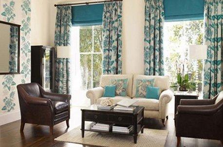 Оформление гостинной классическими шторами недорого