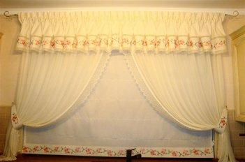 Классическая композиция - ламбрекен с индивидуальной вышивкой
