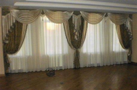 Классические шторы в большом зале недорого