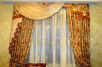 Классическая штора с ассиметричным ламбрекеном