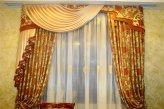 Шторы в гостинную из классической портьерной ткани с цветочным рисунком