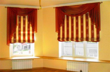 Римские шторы украшены классическими ламбрекенами недорого