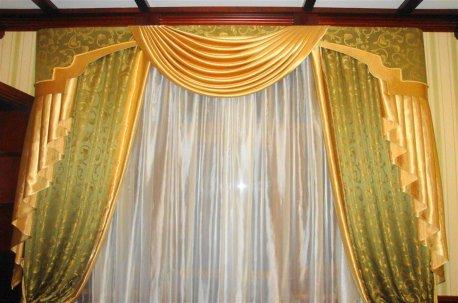 Классические шторы в кабинете в зелено-золотистых тонах недорого