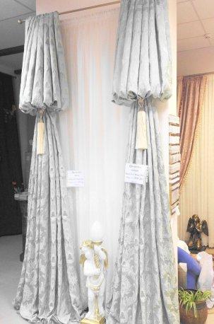 Дизайн шторы в классическом стиле для узкого окна недорого