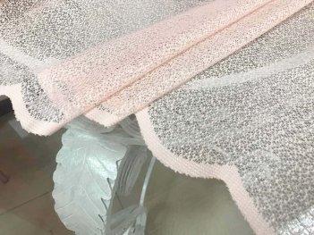 Ажурная гардина нежно-розового цвета