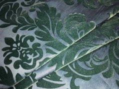 Комплект готовых штор изумрудного цвета с вензелем
