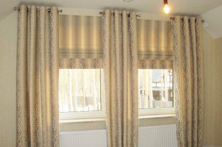 Римские шторы и шторы на люверсах в спальне недорого