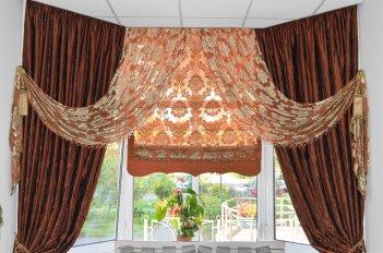 Римская штора в комплекте с гардинами