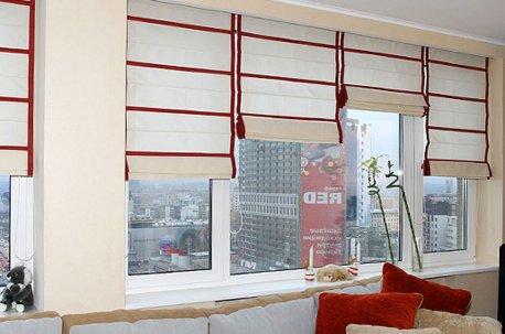 Римские шторы с отделкой из красной ткани недорого