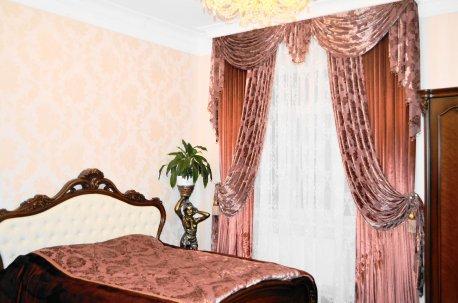 Шторы с ламбрекеном и покрывало на кровать - красивый комплект в спальню недорого