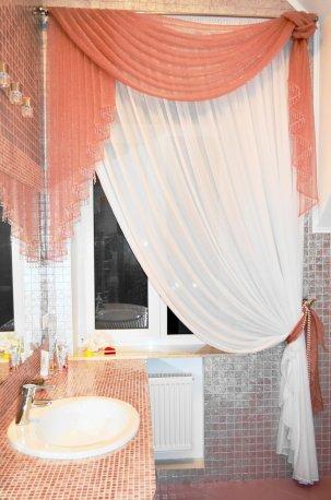 Гардина с легким ламбрекеном из органзы - комплект в ванной комнате недорого