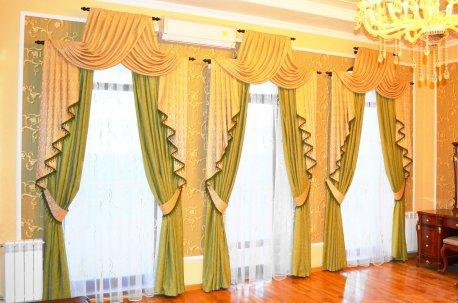 Шторы в спальне с тремя одинаковыми окнами недорого