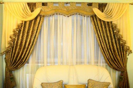 Классическая штора с ламбрекеном в зале недорого