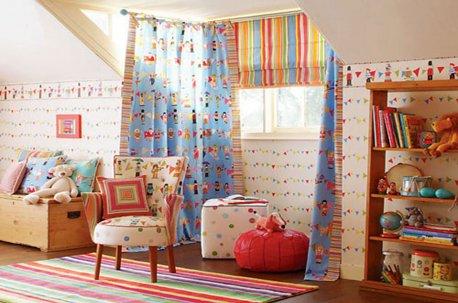 Сочетание римской шторы и ровно висящих штор для детской недорого