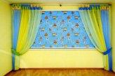 Комплект штор в детской комнате - римская штора и шторы на люверсах