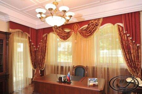 Украсьте Ваш кабинет вишнево - золотистыми шторами с ламбрекенами недорого
