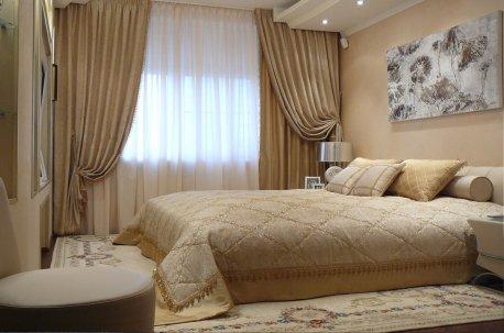 Комплект в спальне - покрывало и шторы из одинаковых тканей недорого