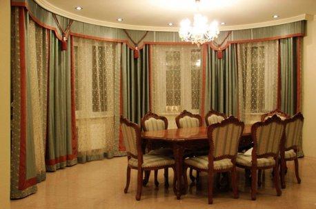 Шторы в столовую - гостиную с большим эркерным окном недорого