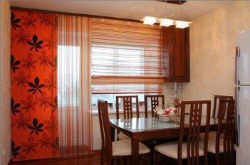 Японские шторы или японские панели смотрятся уместно в столовой в японском стиле