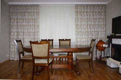 Простая функциональная модель штор в гостиной недорого