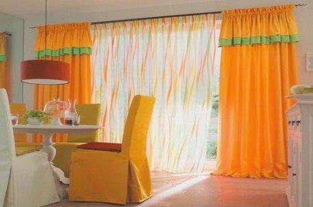 Яркий солнечно-оранжевый цвет штор создает настроение и хороший аппетит, значит такие шторы уместны в столовой или гостиной недорого